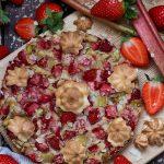 Low Carb Erdbeere-Rhabarber Kuchen| Muskelmacher-Shop